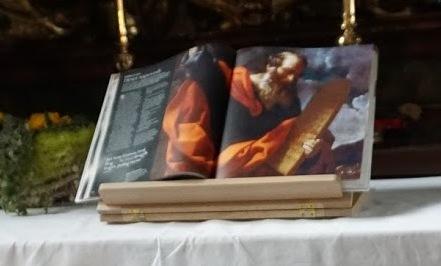 ILUSTRIRANO  SVETO PISMO V PRIPOVEDIH IN RAZLAGAH OD STVARJENJA DO VSTAJENJA, MLADINSKA KNJIGA ZALOŽBA, LJUBLJANA 2016 Na sliki Mojzes s ploščami z zapovedmi (ok. 1600-1610), ki jo je ustvaril Gido Reni.